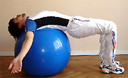 Gainage abdominal : méthodes au gym ball