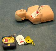 Formation à l'utilisation d'un défibrillateur automatique